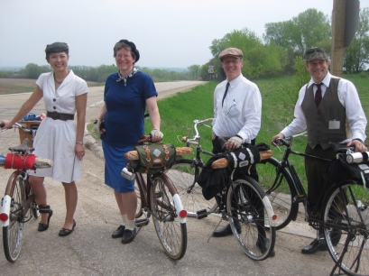 English 3-speed cyclists