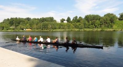 Students rowing at Dartmouth