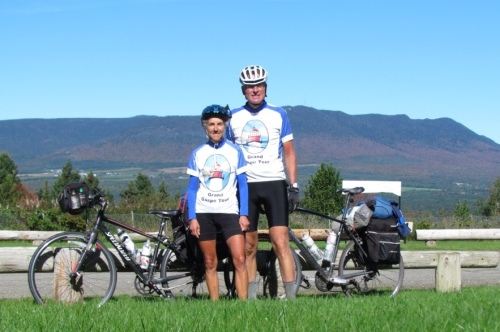 Happy cyclists in the Appalachians in Québec