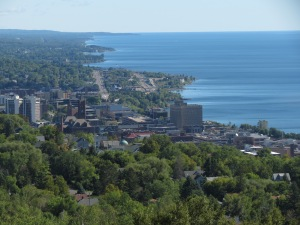 Duluth stretching along the lakle
