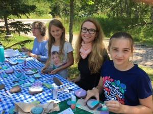 Pavla and girls painting rocks