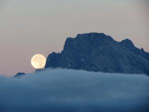 Tetons moonset 2