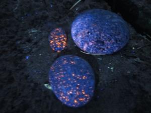 Yooperlites glowing
